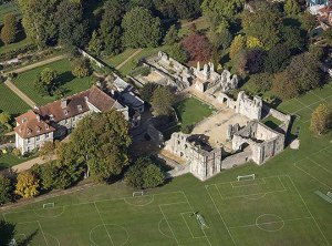 WOLVESEY: OLD BISHOPS PALACE Aerial view 26506_021